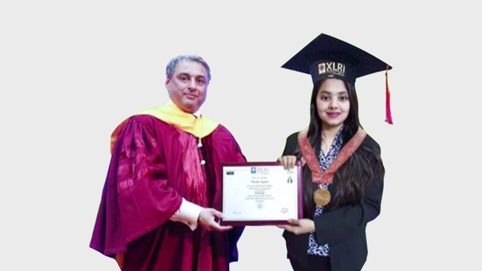 Parnika Singhal receives the XLRI Medal for Best All-round Woman Student in memory of Geeta Saxena from T. V. Narendran, chairman, board of governors, XLRI. Image Source: XLRI