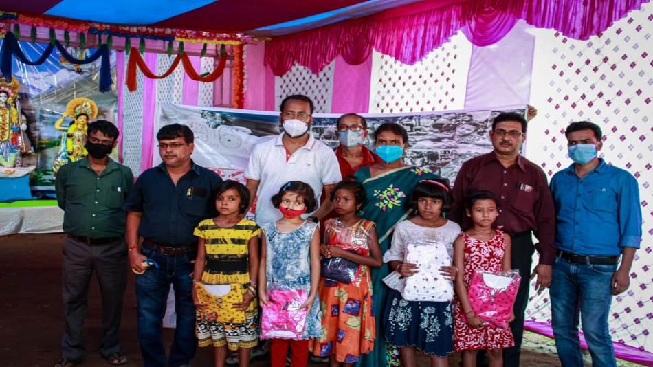 The team from Maharaja Manindra Chandra (MMC) College with tribal children at Banspahari in Belpahari, Jhargram.