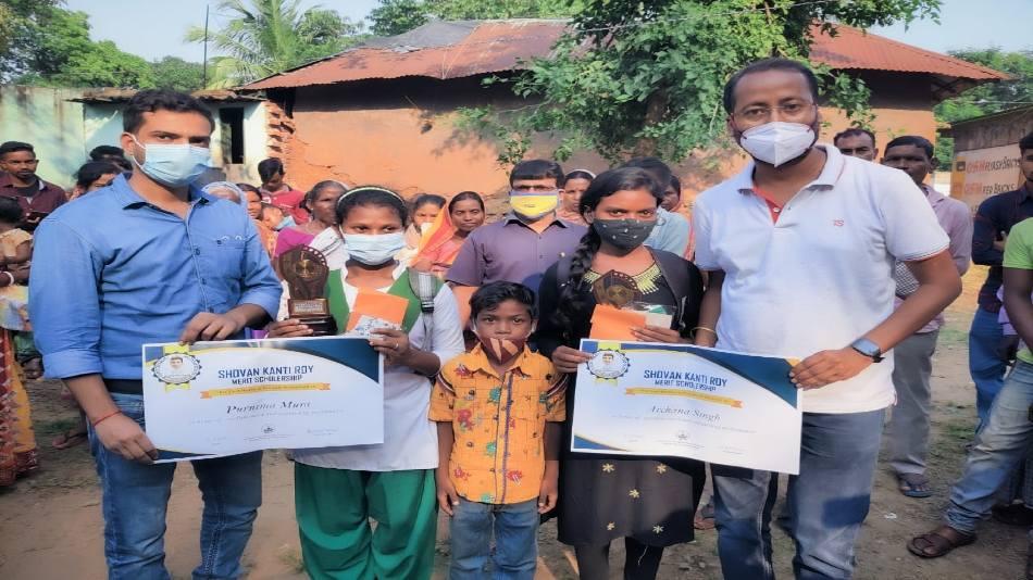 Meritorious students receive the Shovan Kanti Roy merit scholarship of Rs 5,000 each.