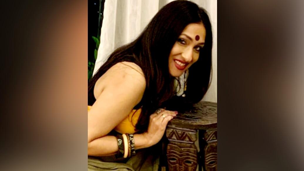 হরি বিশ্বনাথনের পরিচালনা, শতরূপা সান্যালের প্রযোজনায় নতুন ছবি 'বাঁশরি'। তাতেই স্ক্রিন শেয়ার করবেন অনুরাগ আর ঋতুপর্ণা। ইন্ডাস্ট্রি পাবে এক নতুন জুটি।