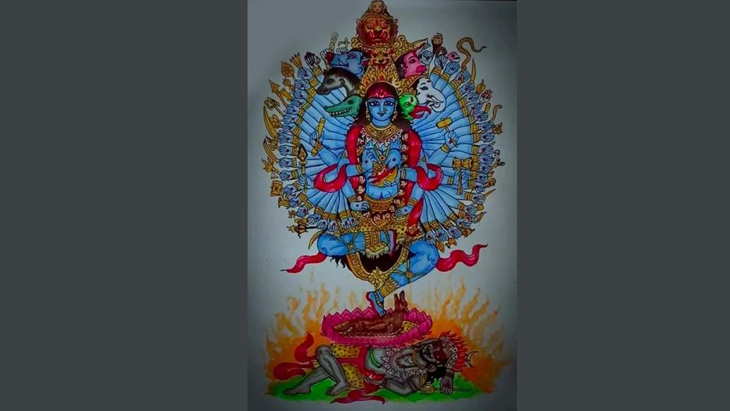 গুহ্যকালী- গুহ্যকালী বা আকালীও গৃহস্থ বাড়িতে পূজিতা নন। তিনি সাধকদের আরাধ্যা। তাঁর রূপকল্পকে ভয়ঙ্কর হিসেবে বর্ণনা করা হয়েছে শাস্ত্রে। গুহ্যকালীর গায়ের রং গাঢ় মেঘের মতো। তিনি লোলজিহ্বা ও দ্বিভুজা। গলায় ৫০টি নরমুণ্ডের মালা। কোমরে ছোট কালো কাপড়। কানে শবদেহরূপী অলঙ্কারও রয়েছে।