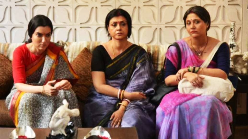 'গুলদস্তা'য় স্বস্তিকার পাশাপাশি প্রধান দু'টি চরিত্রে অভিনয় করেছেন অর্পিতা চট্টোপাধ্যায় এবং দেবযানী চট্টোপাধ্যায়।