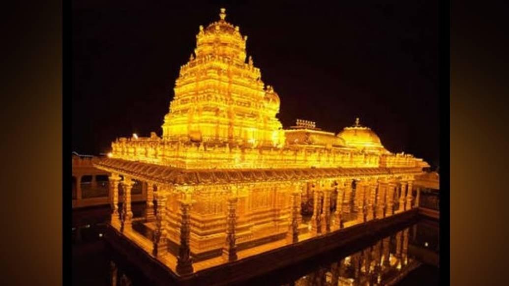 তামিলনাড়ুর ভেলোরে আছে শ্রীপুরম স্বর্ণমন্দির। মালাইকোডি পাহাড়ের উপরে এই মন্দিরে বছরভর পূজিত হন দেবী লক্ষ্মী।