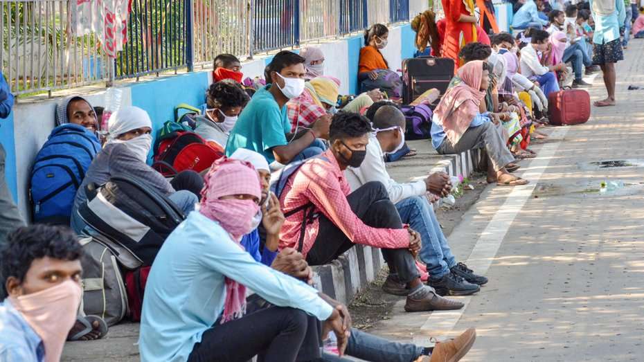 Migrants from various parts of Jharkhand gather at a shelter home to board buses to reach their native places. (image used for representational purpose)