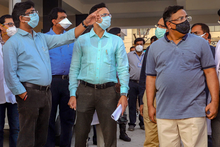 Jharkhand Chief Minister Hemant Soren wearing a mask, inspects Ranchi Institute of Medical & Science (RIMS) during a nationwide lockdown, imposed in the wake of coronavirus pandemic in Ranchi on Monday, March 30