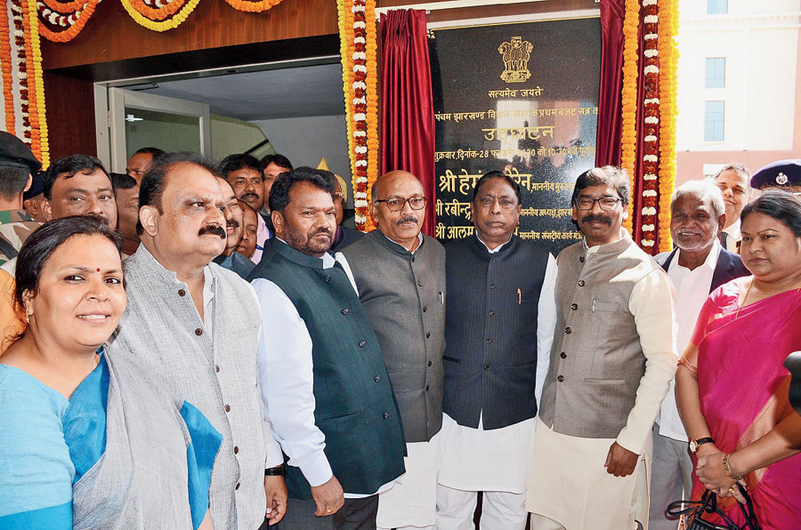 Speaker Rabindra Nath Mahato (fourth from left) with chief minister Hemant Soren and other MLAs after the inauguration of the budget session  at the new Assembly building  in Ranchi on Friday.