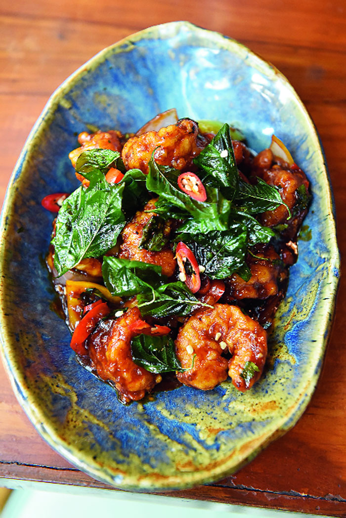 Kra Pow Style Prawn is a stir-fry that has lightly batter-fried prawns in a spicy hot basil sauce. The prawns are wok-tossed with Thai basil, red chillies and bell peppers and garnished with deep-fried crunchy Thai basil leaves.