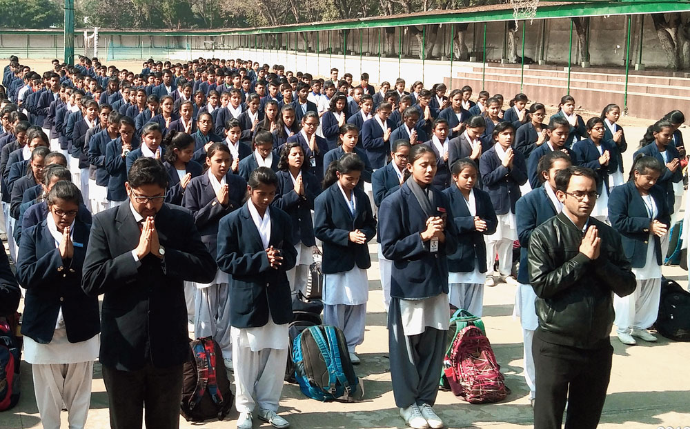 Silent prayers: Students of Chinmaya Vidyalaya in Bokaro on Monday observe two-minute silence during the assembly to condole the death  of accident victim Shrey Chirag, who passed away on Saturday.
