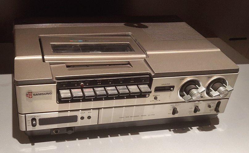 VHS-VTR SV-7700 (1980): Do you remember this, the fourth VTR in the world (top-loading type)?