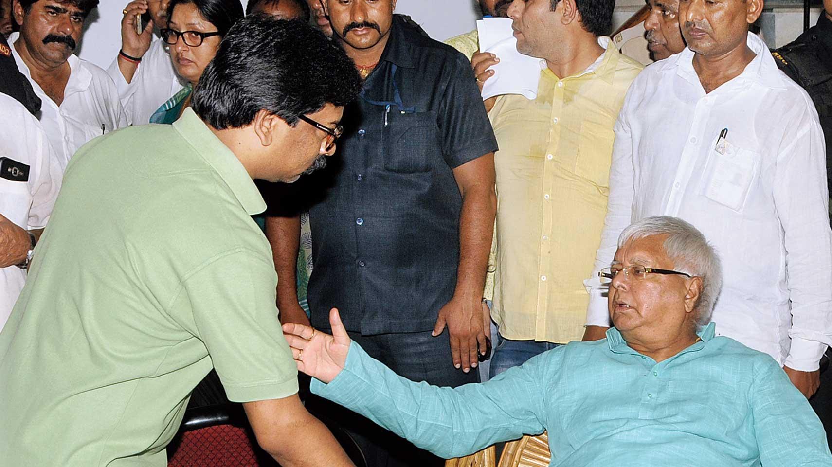 Hemant meets Lalu Prasad at Ranchi .