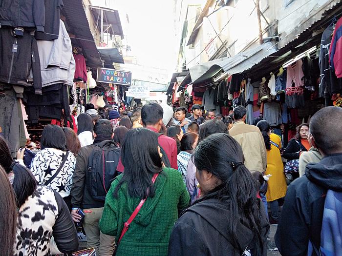 People throng Aizawl main market