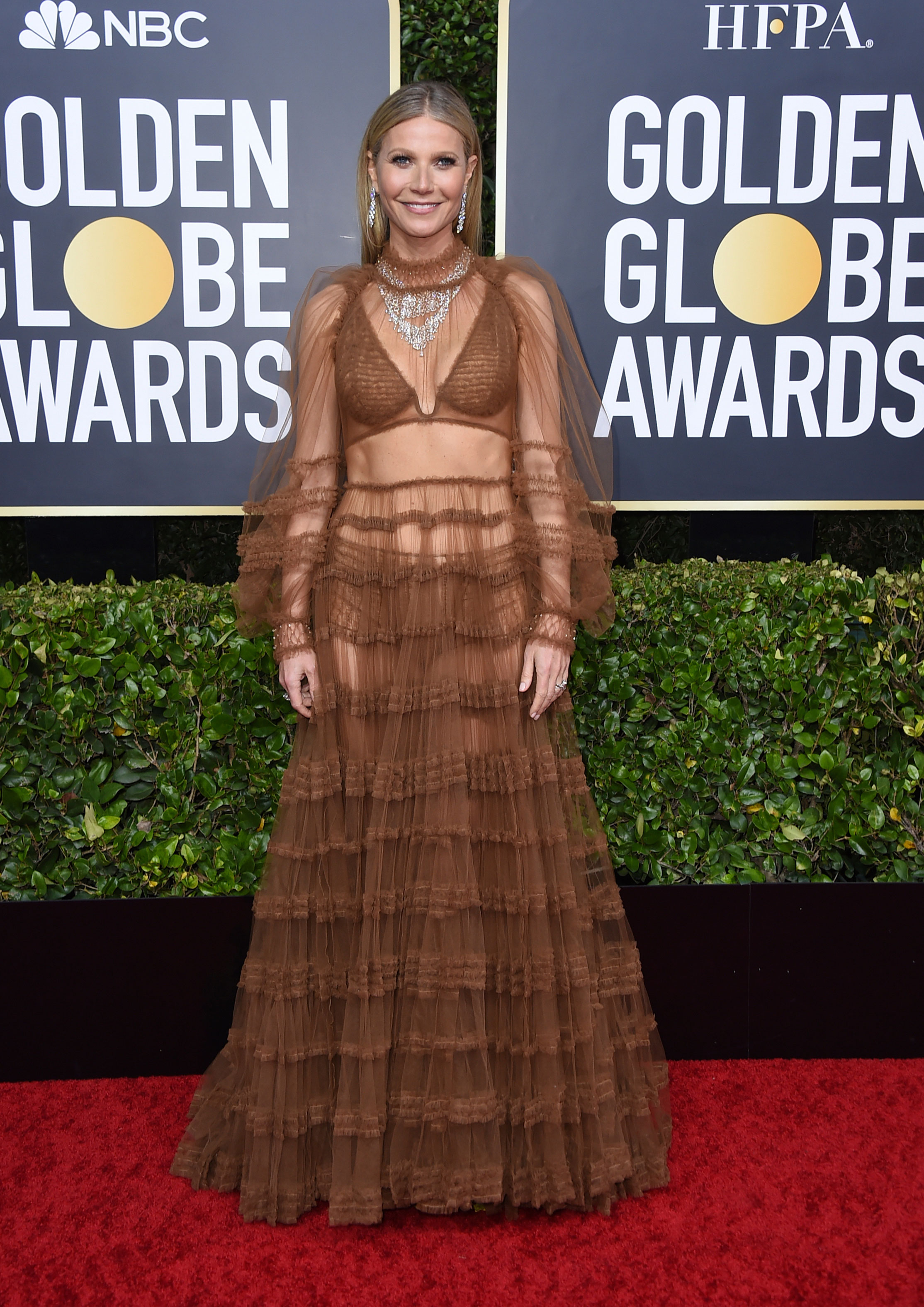 Gwyneth Paltrow looked smoking hot in a sheer Fendi gown with ruching. The veteran actress who left little to imagination looked lovely in the caramel outfit that she wore with almost 100 carats of Bulgari diamonds. To rock an almost-see-through outfit without looking tacky is commendable!