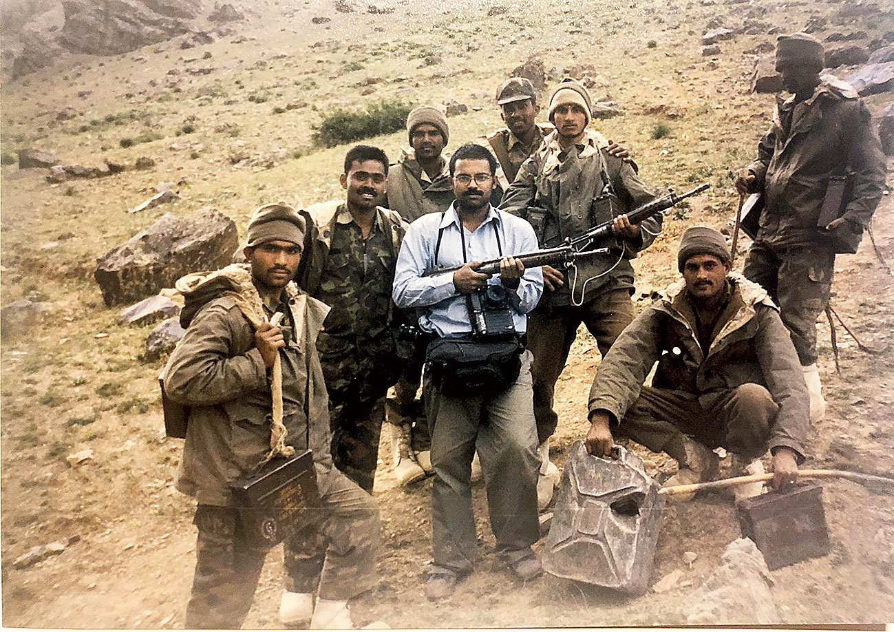 Saurabh Das of AP strikes a pose with soldiers returning from conquered peaks