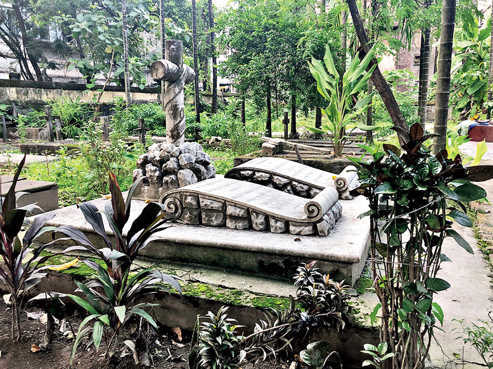 A tombstone in the cemetery at Phoolbagan