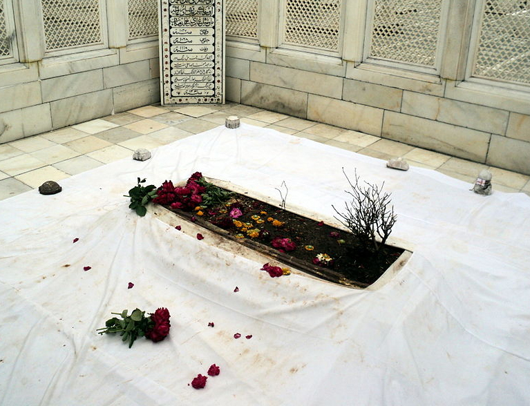 Aurangazeb's tomb in Khuldabad, in striking contrast with the tombs of his forefathers, has few embellishments save a modest dome or two and minarets