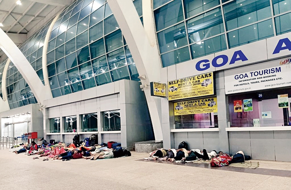 A picture shared by leader Durgadas Kamat shows people sleeping on the floor outside Goa airport