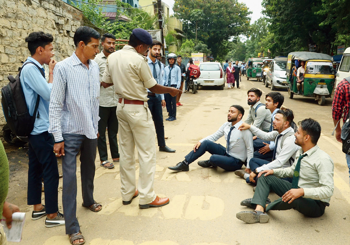 Students of Marwari College squat on Jail Chowk Road in Ranchi after a traffic constable issued e-challans for flouting rules on Friday