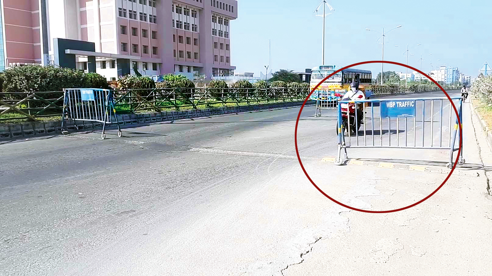 TCS techie from Karnataka dies as his bike hits police guard rail in Calcutta's IT zone
