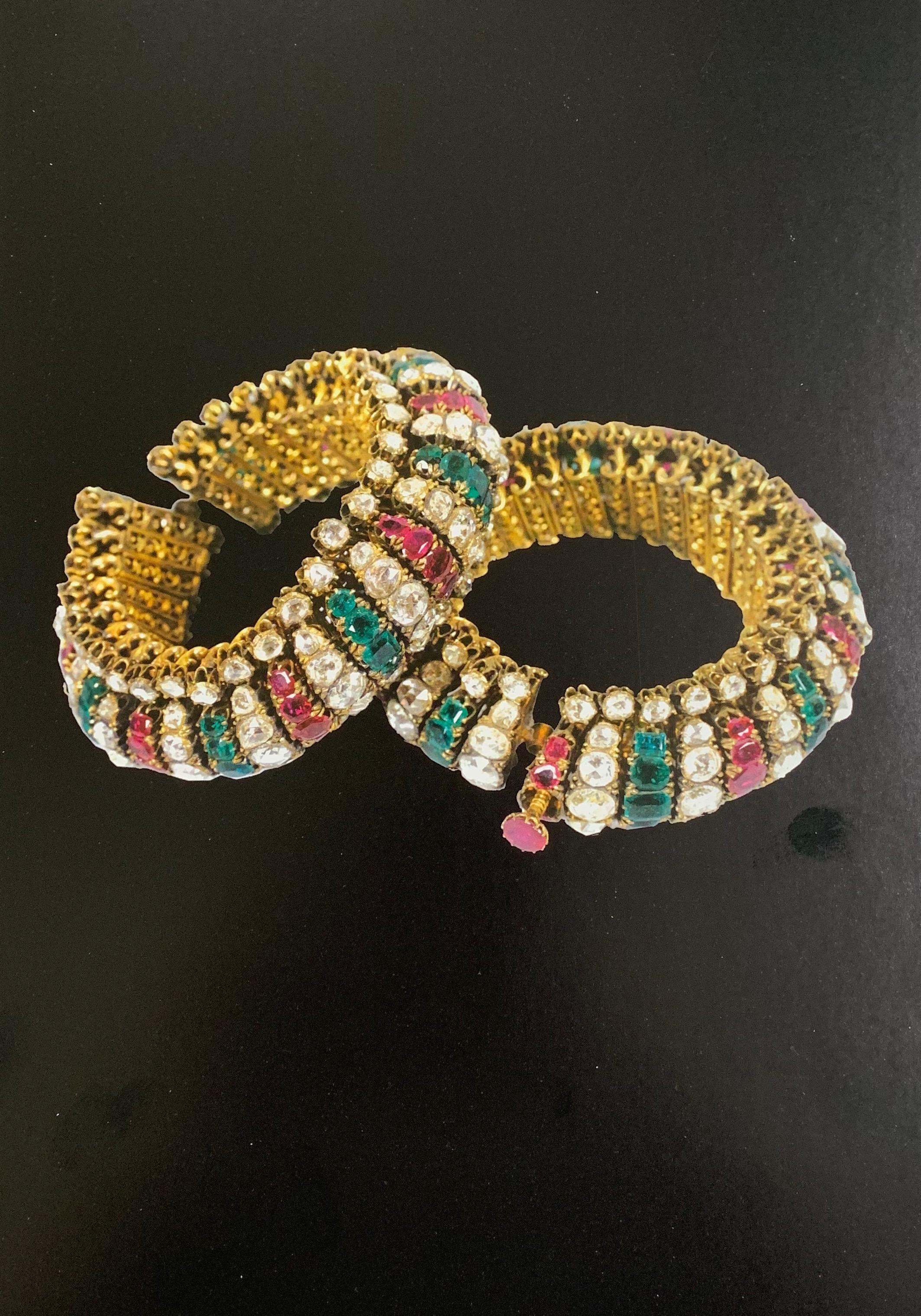 Tora Paon Jaravi Almas Yakhot Zamarrud -- Gold anklets set with diamonds, rubies and emeralds