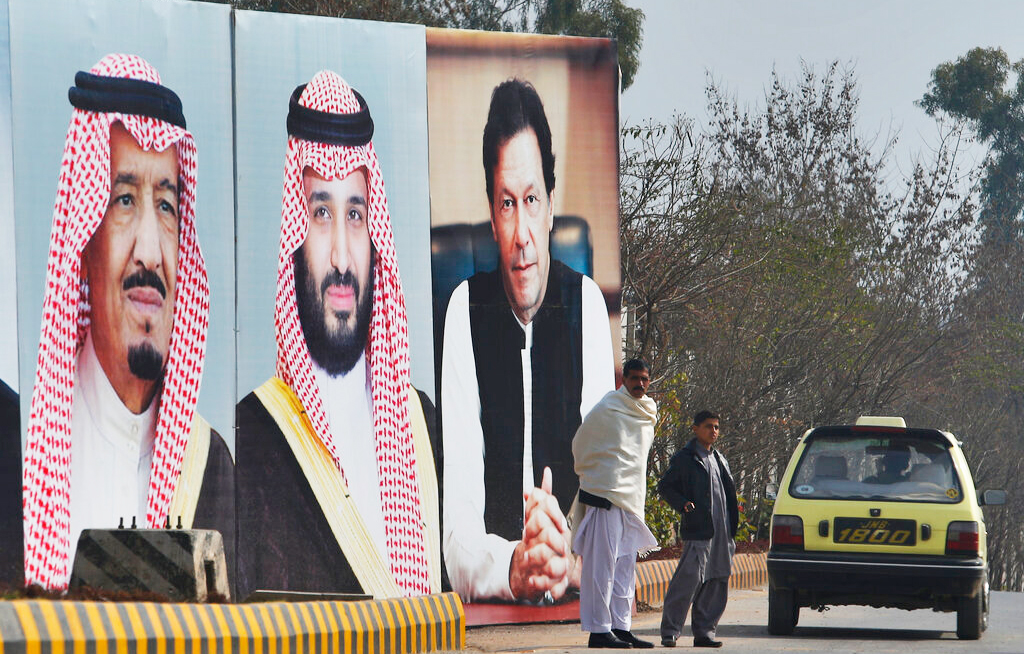 Fighter jets welcome Saudi prince in Pakistan
