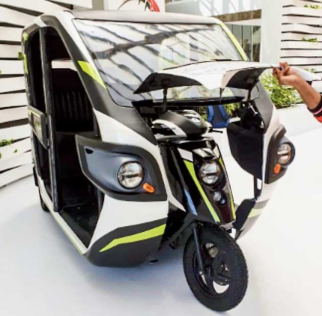 The Quark 1: A 'foldable' 2-wheeler inside the hood of a 3-wheeler