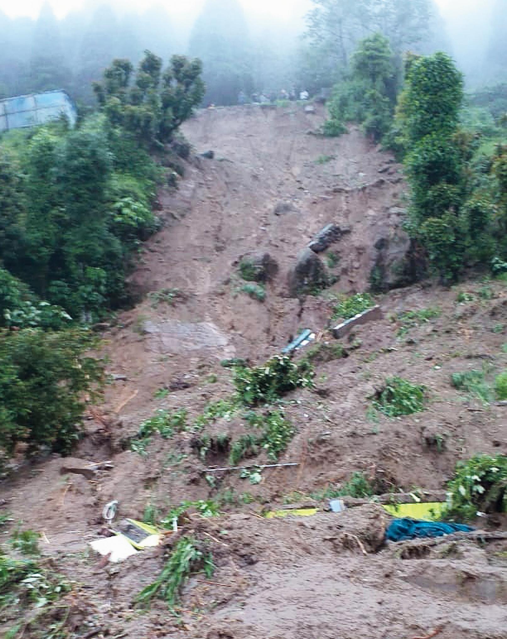 A landslide at Pubung Fatak, Darjeeling.
