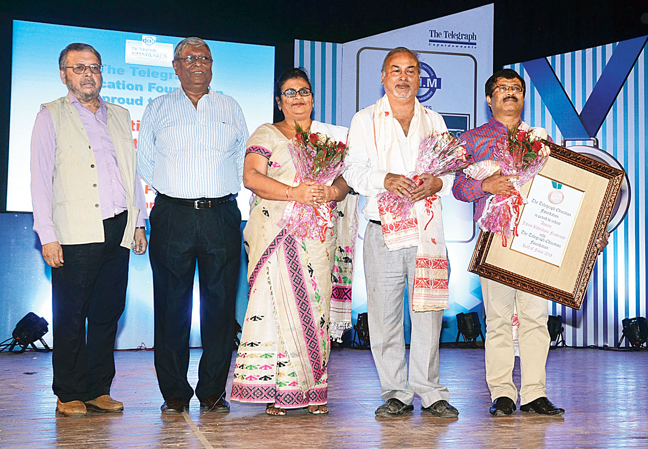 (From left) Telegraph Education Foundation chairman Amitabha Dutta of ABP Pvt Ltd and The Telegraph School Awards chairman of the awards and scholarships committee Kashi Nath Hazarika with Minakshi Kakoti, Sashindra Kakoti and Ghanashyam Medhi of the Assam Jatiya Bidyalay fraternity.