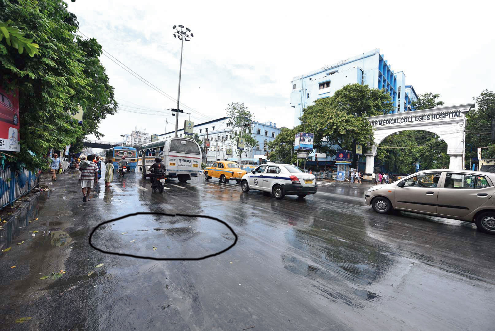 The spot (circled) opposite NRS hospital where the youth was arrested on Sunday morning.