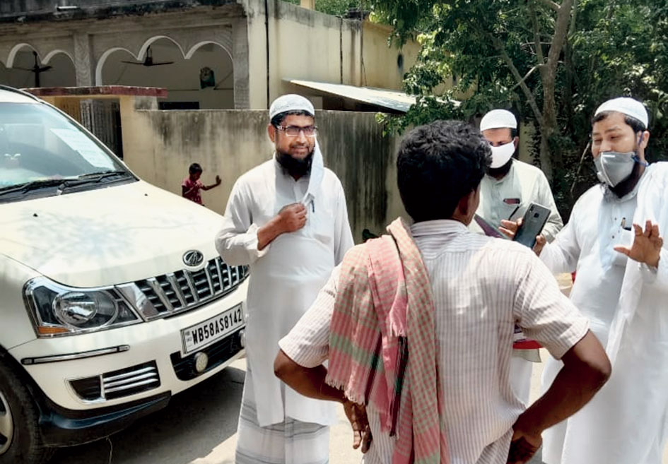 Imams speak to migrants who returned home in Murshidabad