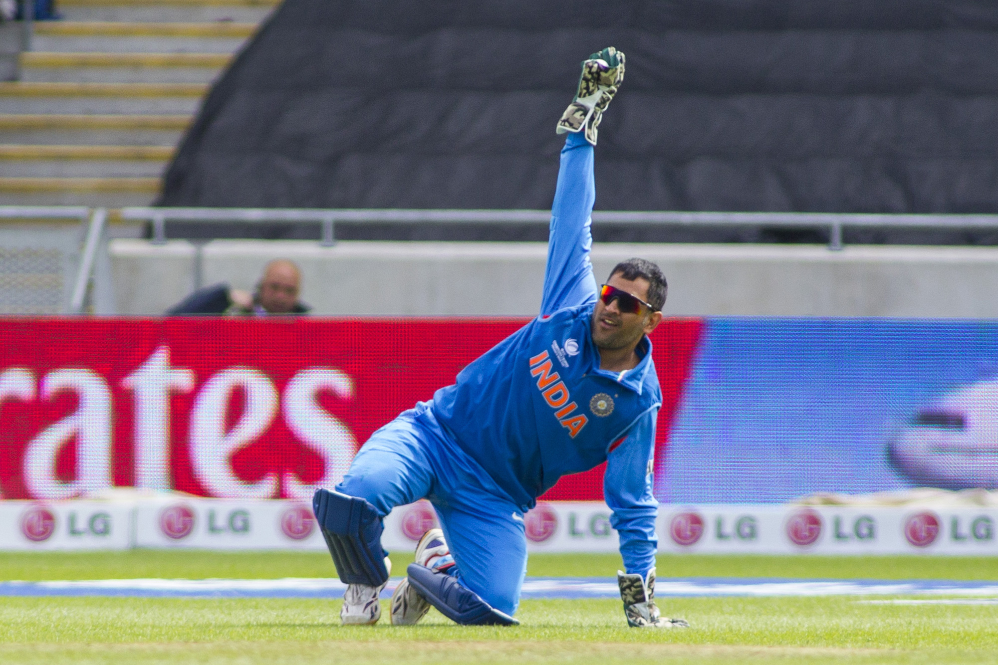 Mahendra Singh Dhoni returns to India's T20I squad for the series against New Zealand starting February 6