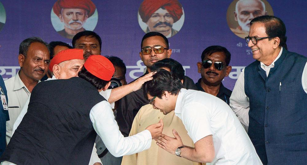 Mulayam blesses Mayawati's nephew Akash Anand at the rally