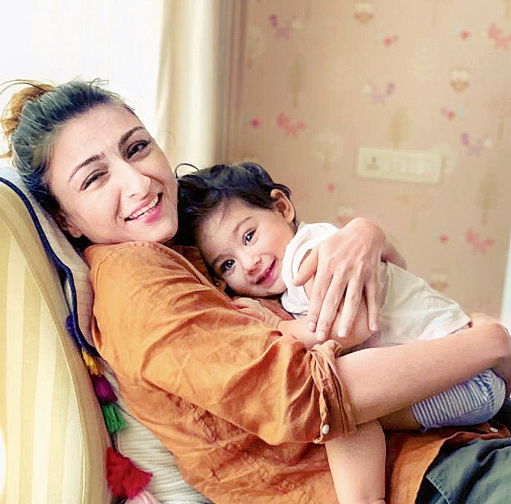 Soha with daughter Inaaya Naumi Kemmu