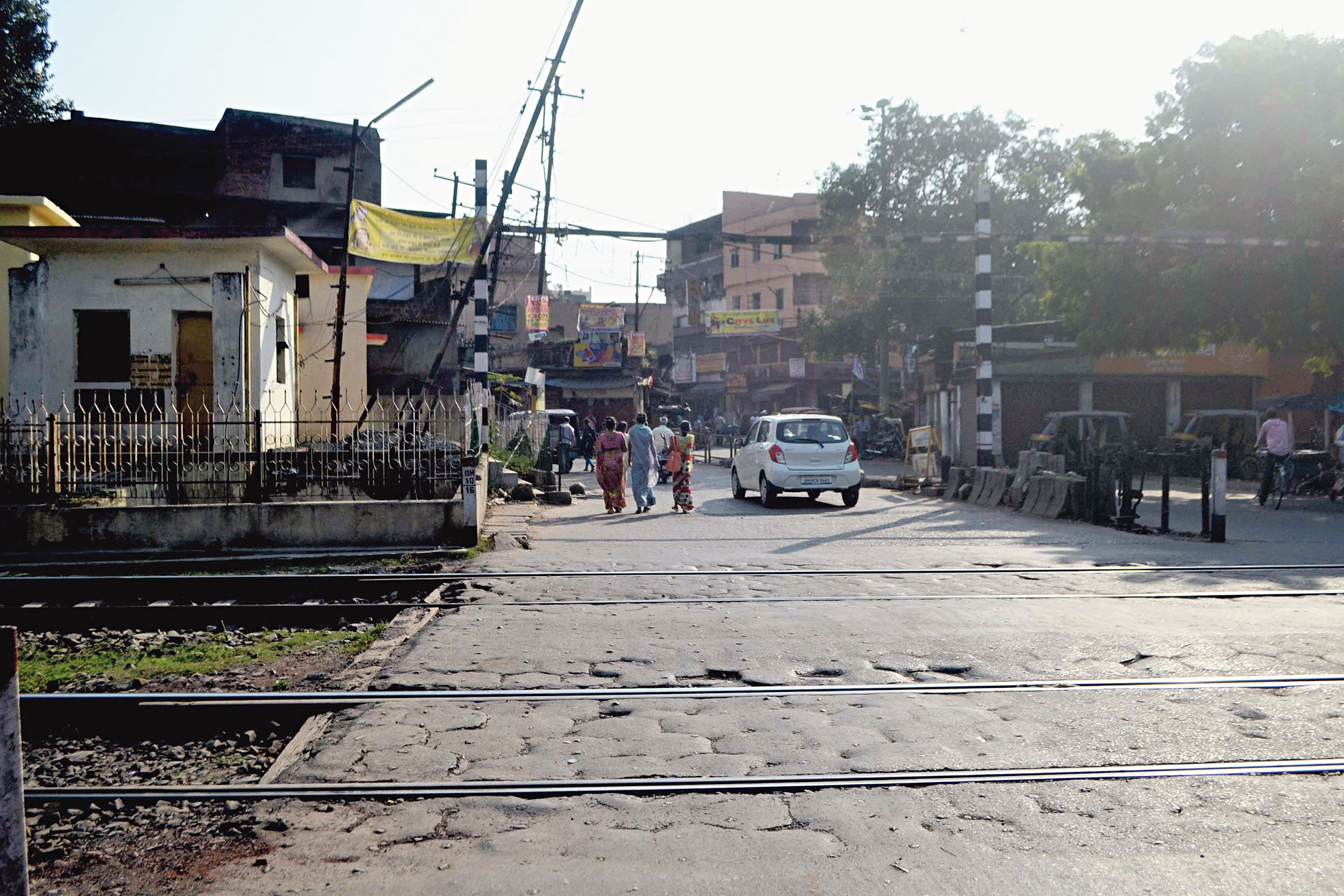 A manned Jugsalai level crossing in Jamshedpur. Vending along tracks here will be prohibited.