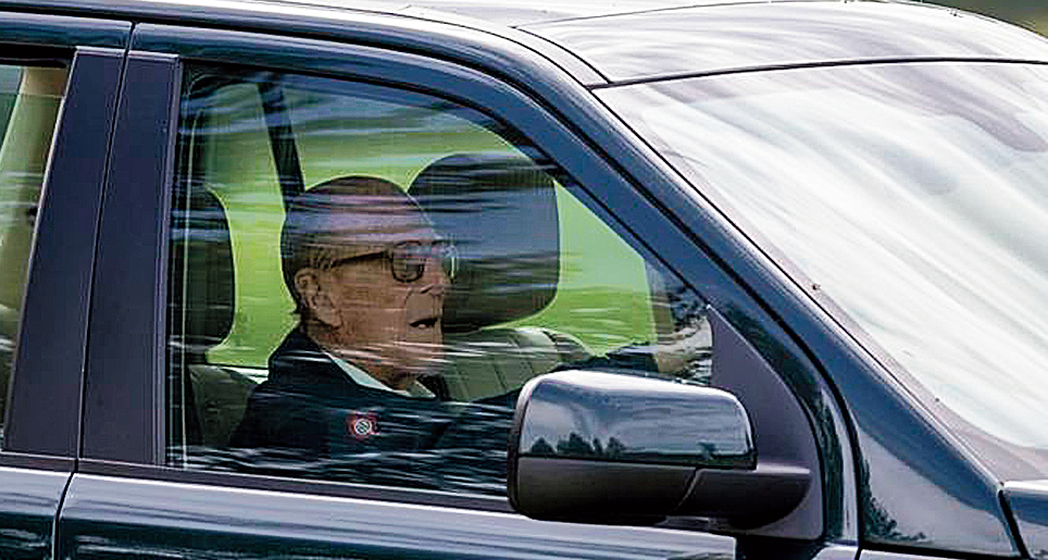 Prince Philip spotted driving a replacement car after the crash— without a seat belt.