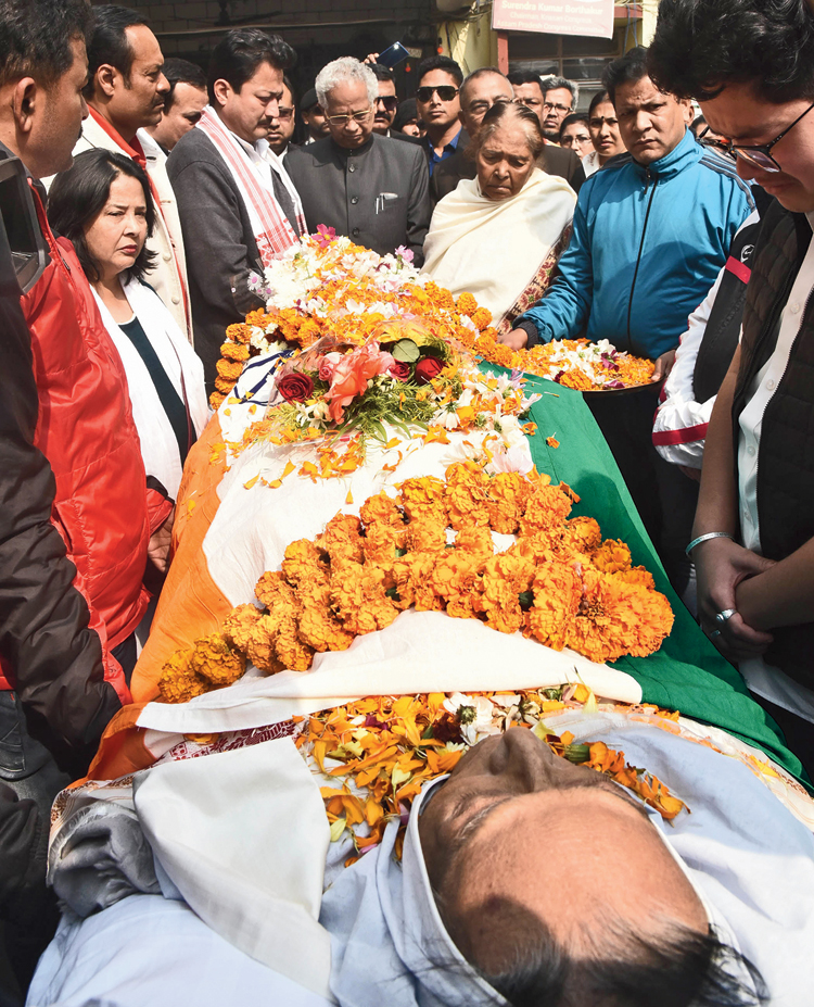 Congress leaders and workers pay tribute to Pranab Gogoi.