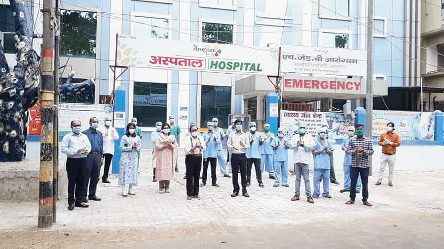 Doctors and nurses clap as the patient leaves from Arogyam hospital in Hazaribagh on Tuesday.