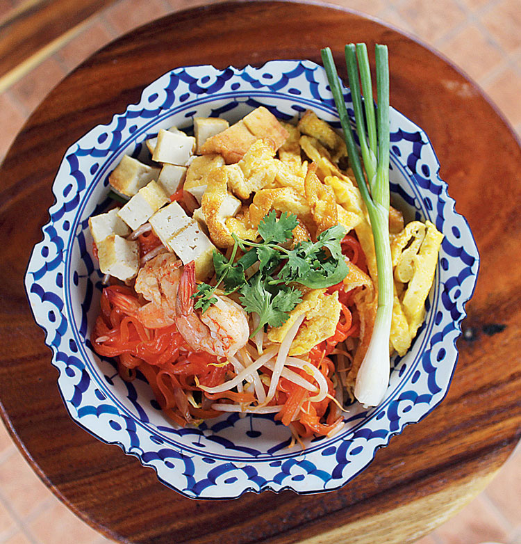 Phad Thai served in Bencharong crockery