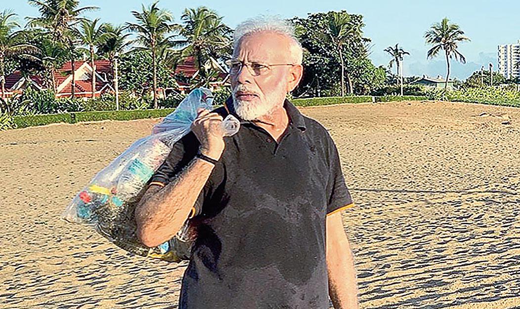 Modi plogging along the coast of Mahabalipuram on Saturday.