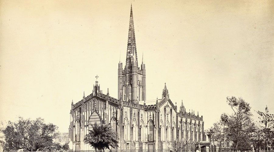 A photograph of St Paul's Cathedral from 1865 with its steeple that was later damaged in an earthquake