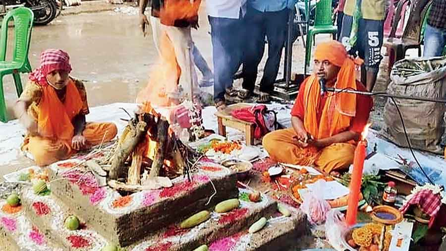 A yajna in Bongaon on Wednesday to mark the Ayodhya bhoomi pujan