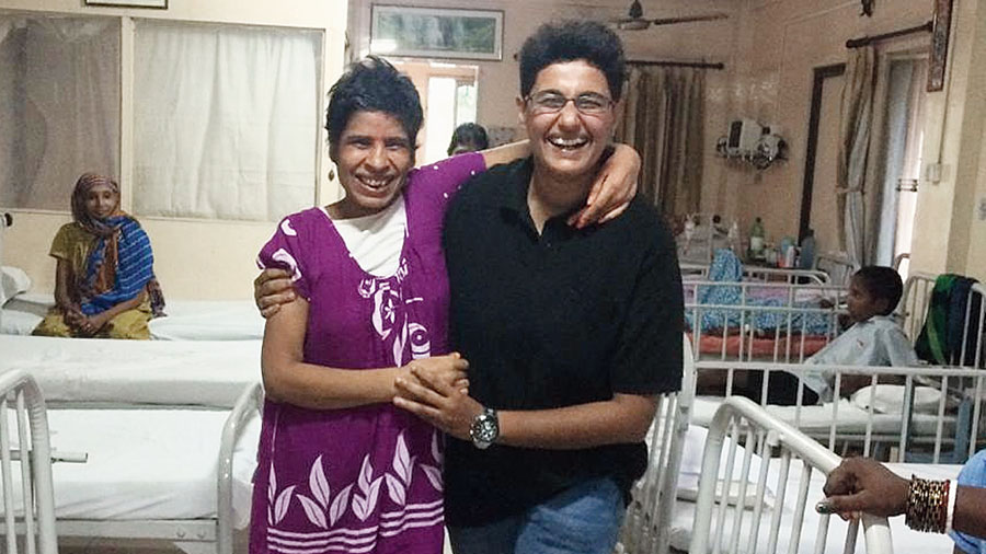 Priyanka with a woman they had found unconscious on the street with both her legs fractured. This picture is when she was back on her feet after surgery at RG Kar hospital.