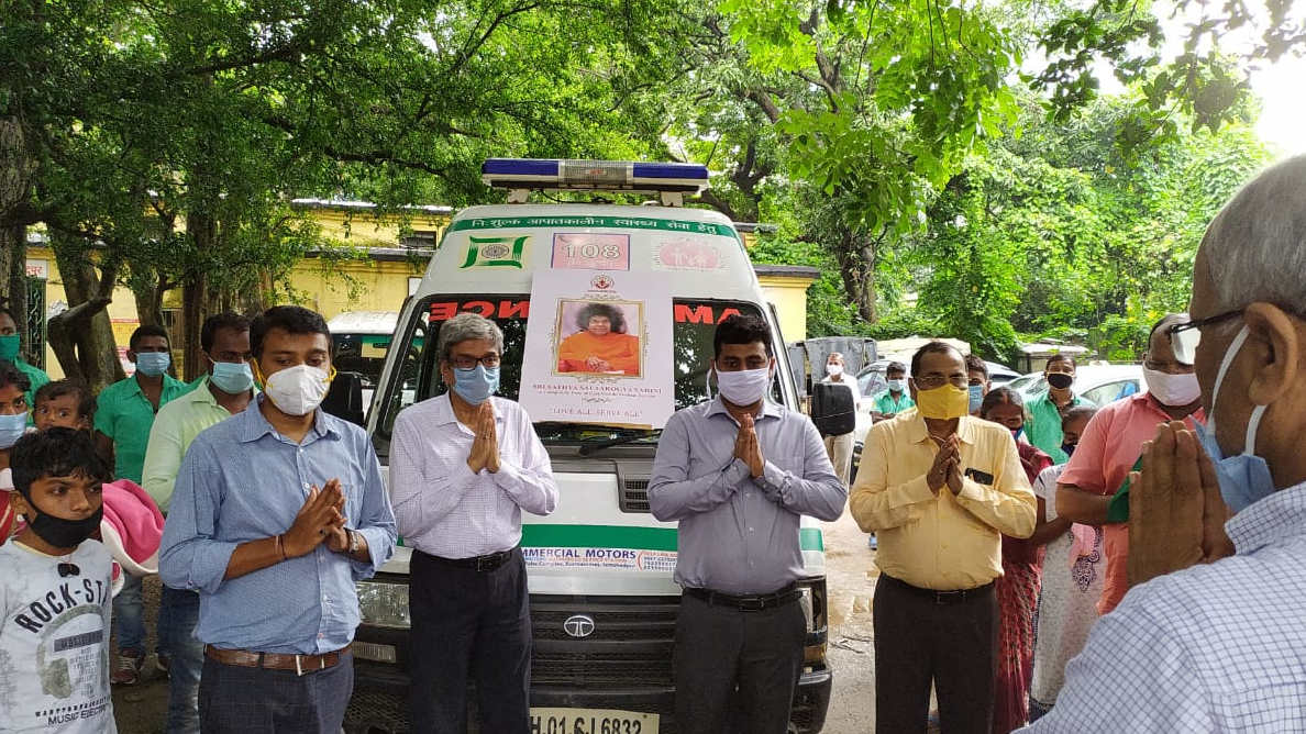 Two ambulances with six boys and girls, and their families, being flagged off from Sakchi, Jamshedpur, on Thursday evening.