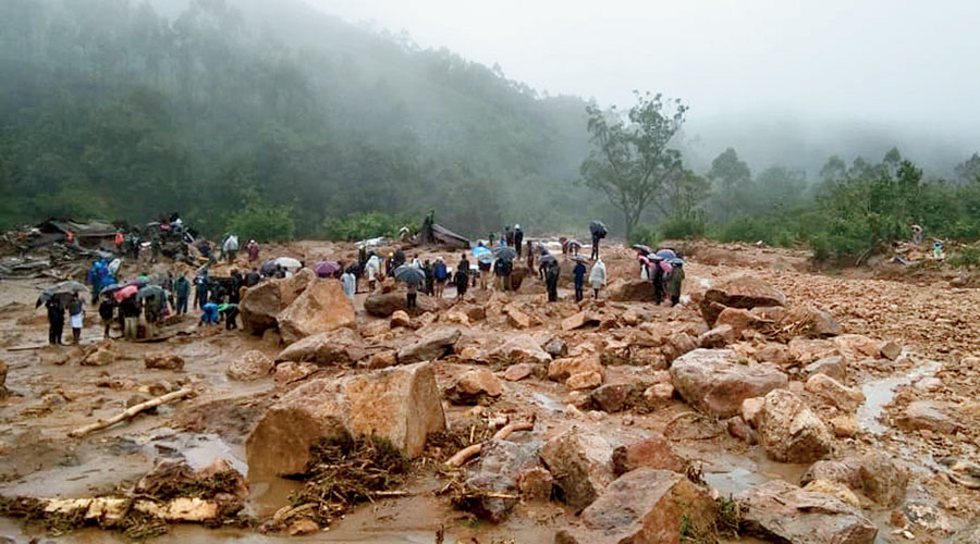Heavy rain triggered a series of small landslides since Saturday night and a major one on Sunday morning in the 29th Mile area between Teesta and Rambi in Bengal, completely blocking the highway.