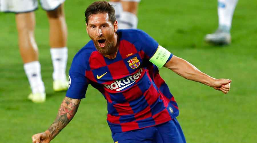 Lionel Messi celebrates after scoring his side's second goal during the Champions League round of 16 match between Barcelona and Napoli on Saturday