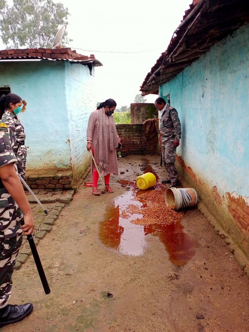 Police destroy illegal liquor unit in Chatra on Monday.