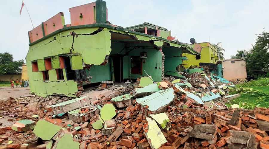 A building damaged by subsidence at Harishpur in West Burdwan's Andal block