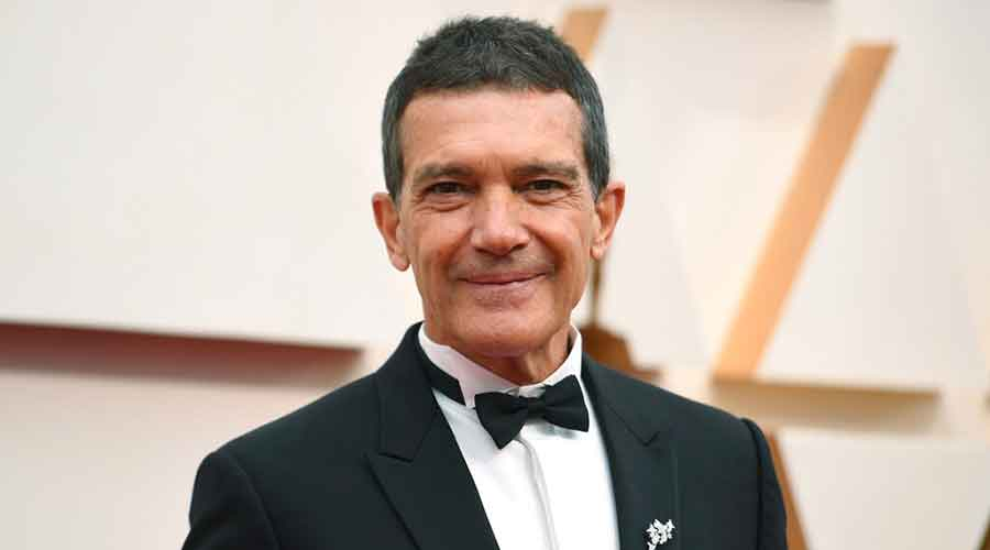 Antonio Banderas arrives at the Oscars in Los Angeles on February 9, 2020.