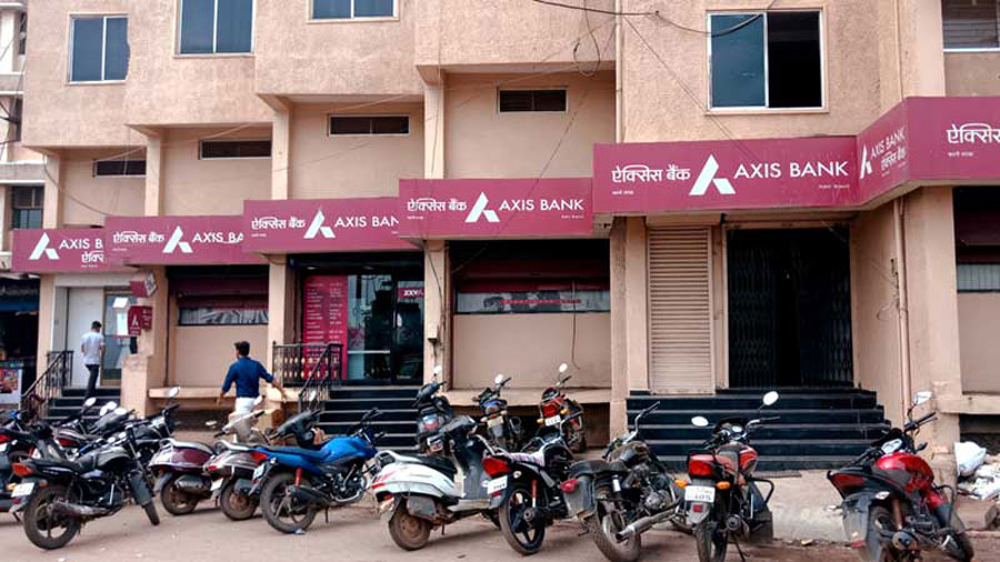 Axis Bank said it has raised Rs 10,000 crore through a QIP issue