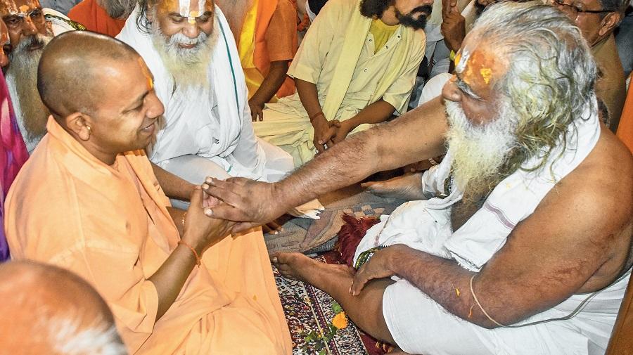 Mahant Nritya Gopal Das greets Yogi Adityanath in Ayodhya in 2018