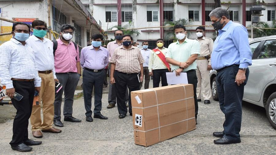 GM of Tata Steel (Jharia Division) Sanjay Rajoria (right) handing over ventilators to deputy commissioner Uma Shankar Singh (second from right) in Dhanbad on Thursday